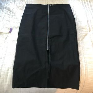 2/$10!! Front zippered midi skirt stretchy!